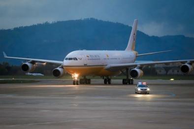 Tại sao Quốc vương Brunei tự lái máy bay sang Việt Nam dự APEC 2017?