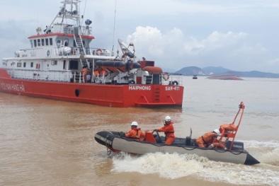 Quảng Ninh: Bất chấp thời tiết bất lợi, hơn 20 phương tiện tìm kiếm thuyền viên mất tích