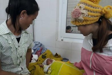 Đau lòng em bé suýt bị mù mắt do... nhỏ sữa mẹ
