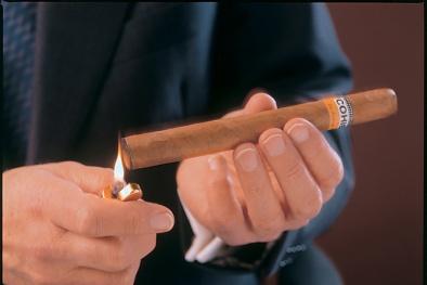 Nghiên cứu mới: Xì gà chứa nicotine nhiều hơn cả thuốc lá