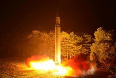 Uy lực khiếp sợ của tên lửa đạn đạo vừa được Triều Tiên phóng thử
