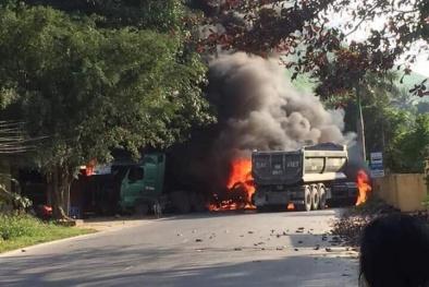 Tai nạn liên hoàn 4 chiếc xe bốc cháy ngùn ngụt trên đường