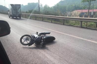 Xe máy tông trọng thương 2 Cảnh sát giao thông đang làm nhiệm vụ