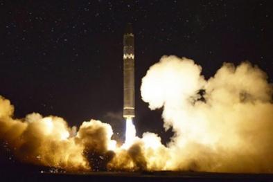 Vũ khí của Triều Tiên có khả năng mang đầu đạn hạt nhân 'khổng lồ'