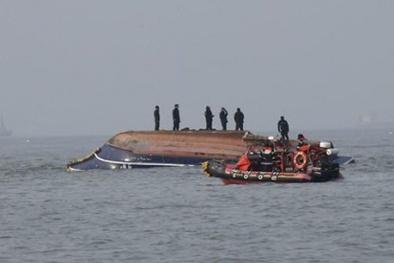 Hàn Quốc: Tàu cá va chạm tàu chở dầu, 13 người thiệt mạng