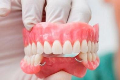Răng giả khiến người đeo có nguy cơ bị suy dinh dưỡng