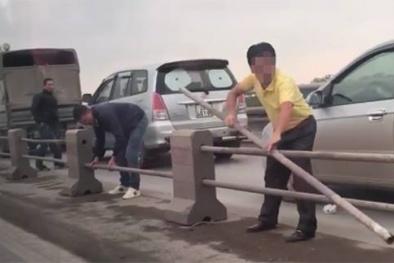 Hà Nội: Kiểm tra, xử lý nghiêm tài xế ô tô tự ý gỡ dải phân cách cầu Thanh Trì