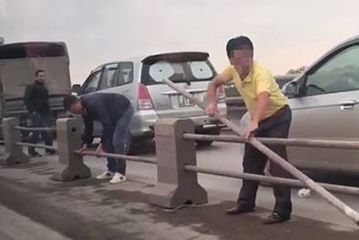 Tước bằng lái 2 tháng đối với tài xế tháo dải phân cách cầu Thanh Trì