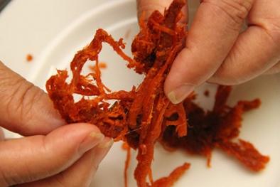 'Sốc' với thịt bò khô làm từ phổi lợn, thịt thối tẩm hóa chất: Mối nguy ngộ độc và lao ruột