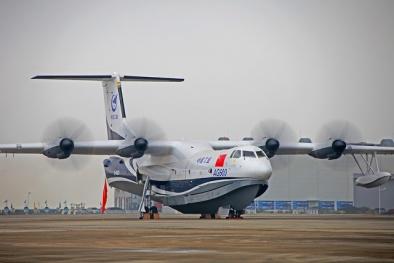 Mãn nhãn hình ảnh thủy phi cơ lớn nhất thế giới lần đầu chinh phục bầu trời