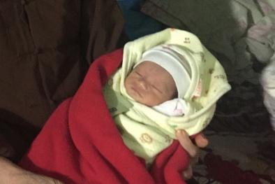 Bé gái 5 ngày tuổi bị bỏ rơi tại cổng chùa