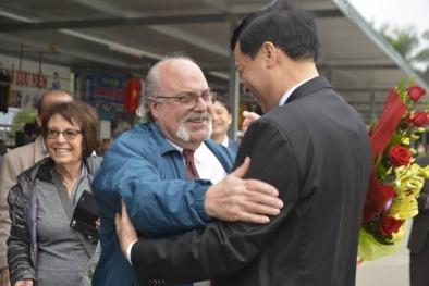Quảng Ninh chào đón những vị khách quốc tế đầu tiên 'xông đất' vịnh Hạ Long