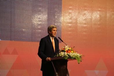 """Ngoại trưởng John Kerry khuyên Việt Nam """"đoạn tuyệt"""" với than đá, cảnh báo thảm họa hành tinh"""