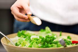 Quá nhiều muối trong chế độ ăn uống làm tăng nguy cơ mắc bệnh Alzheimer