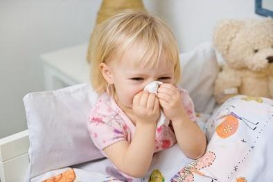 Cách chăm sóc trẻ bị viêm mũi họng cấp hiệu quả ngay tại nhà