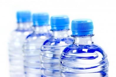 Đừng quá tin tưởng uống nước đóng chai, đây là lý do đáng sợ cần bỏ ngay