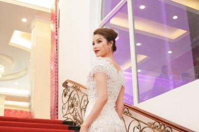"""Từ """"Lọ Lem"""" Phạm Hương hóa """"nữ thần"""" sắc đẹp tại sự kiện thời trang"""