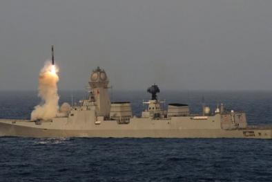 Tên lửa diệt gọn mục tiêu ở cự ly 800km nhanh không tưởng