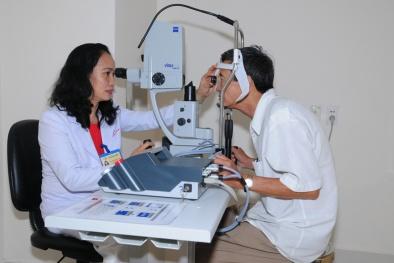 Nhiều ứng dụng công nghệ hiện đại giúp điều trị các bệnh về mắt