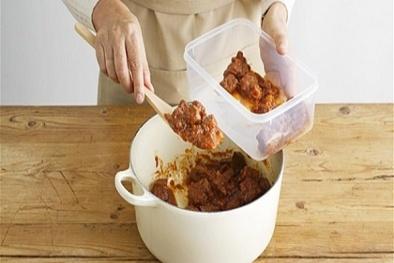 Những nguy hại khôn lường từ thức ăn thừa nấu lại nhiều lần