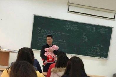 'Thầy giáo quốc dân' bế con cho nữ sinh làm bài thi 'náo loạn' cộng đồng mạng
