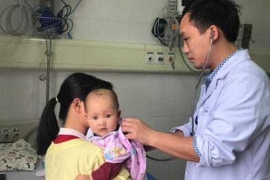 Cứu sống trẻ 8 tháng tuổi bị nhiễm độc chì do uống thuốc cam không rõ nguồn gốc