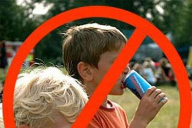 Vì sao Anh quyết định cấm bán nước tăng lực cho trẻ em dưới 16 tuổi?