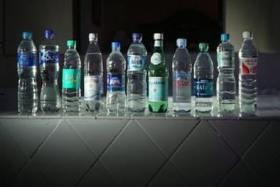 Phát hiện chấn động: Nước đóng chai của nhiều hãng nổi tiếng nhiễm hạt nhựa