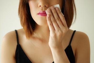 Khăn giấy tẩy trang cũng có thể gây kích ứng da, lão hóa sớm
