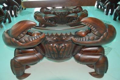 Bộ bàn ghế hình cua nặng hàng tấn, giá 2 tỷ đồng của đại gia Sóc Trăng 'độc' cỡ nào?
