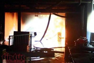 Chung cư Carina Plaza phát cháy trở lại, hai cảnh sát bị thương