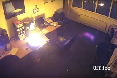 Cả văn phòng cháy rụi vì một chiếc laptop chưa tắt nguồn