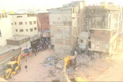 Khách sạn 4 tầng sụp đổ, 10 người tử vong vì chiếc xe khách