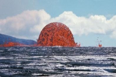 'Hoảng hồn' với bong bóng dung nham xuất hiện giữa biển