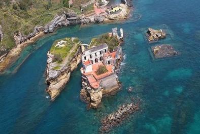 Hòn đảo tuyệt đẹp ở Italia và 'lời nguyền chết chóc' bí ẩn cần được giải đáp