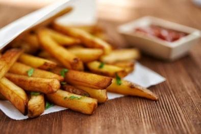 Top 5 thực phẩm tuyệt đối không nên ăn khi đi máy bay