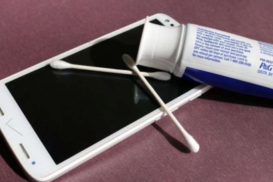 Thủ thuật xoá vết xước màn hình điện thoại trong 30 giây
