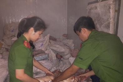 Nghệ An: Phát hiện kho hàng đông lạnh chứa 4.580 kg thực phẩm không rõ nguồn gốc