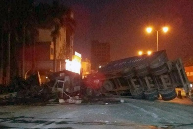 Hải Phòng: 2 xe container tông nhau bốc cháy ngùn ngụn, 2 người thiệt mạng