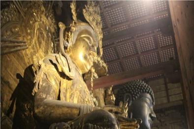 Bất ngờ phát hiện sách cổ giấu bên trong tượng Bồ Tát 700 tuổi