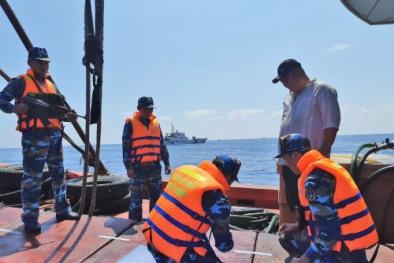 Cảnh sát biển bắt giữ tàu chở 100.000 lít dầu DO trái phép