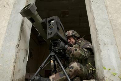 Vũ khí 'sát thủ' tấn công mục tiêu từ phía trên khiến tên lửa Nga, Mỹ 'lép vế'