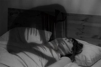 Giải mã bí ẩn hiện tượng 'bóng đè' trong giấc ngủ