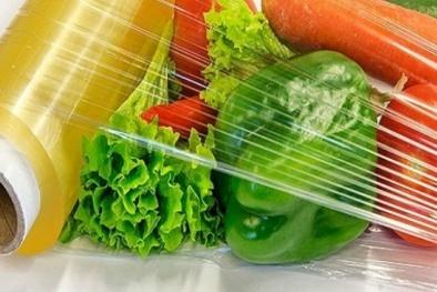Chuyên gia nói gì về nguy cơ ung thư khi đựng đồ ăn nóng trong bao bì chất dẻo?