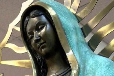 Lạ lùng bức tượng Đức mẹ đồng trinh 'nhỏ lệ' tỏa hương như hoa hồng