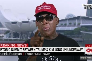 Ngôi sao bóng rổ Mỹ Dennis Rodman rơi lệ chứng kiến ông Trump - Kim bắt tay