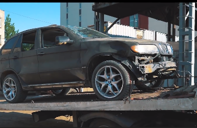'Hô biến' BMW X5 đồng nát từ bãi phế liệu thành xe off-road chuyên nghiệp
