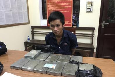 Bắt giữ 2 đối tượng vận chuyển 24 bánh heroin bằng xe khách