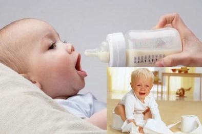 Cho trẻ bú bình thời điểm nắng nóng kéo dài nguy cơ gây tiêu chảy
