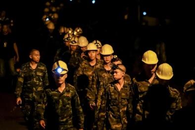 Giải cứu đội bóng ở Thái Lan: Những đám mây đen gây áp lực và chỗ trú ẩn không còn an toàn